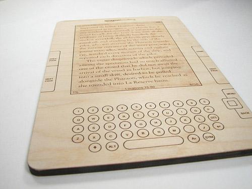 Drewniany Kindle 2